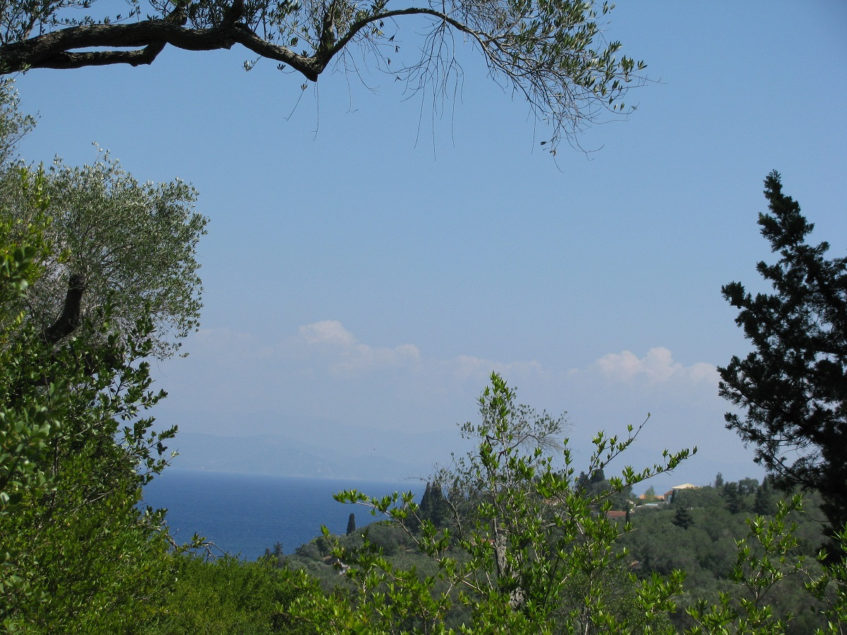 LOGGOS' SUBURB PLOT WITH BULDING PERMISSION FOR TWO COTTAGES OF 50 SQ.M EACH